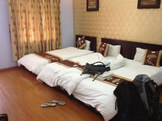Hanoi Century Hotel: our bedroom. nice and clean and big