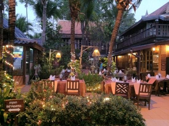 Rabbit Resort: Romantic open-air restaurant