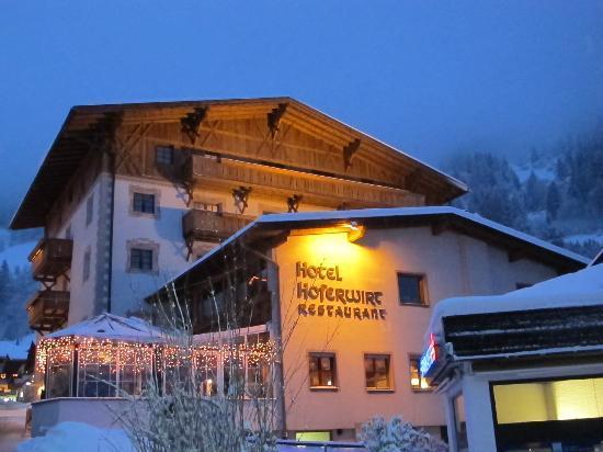 Hotel Restaurant Der Hoferwirt : The hotel at night
