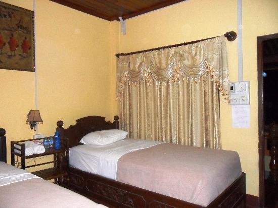 Santisouk Guesthouse : room