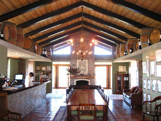 Uva Mira Mountain Vineyards: Inside the tasting room