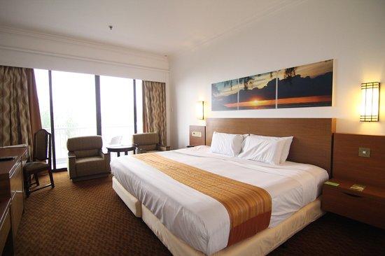 Bayview Beach Resort: Deluxe Side Seaview Room