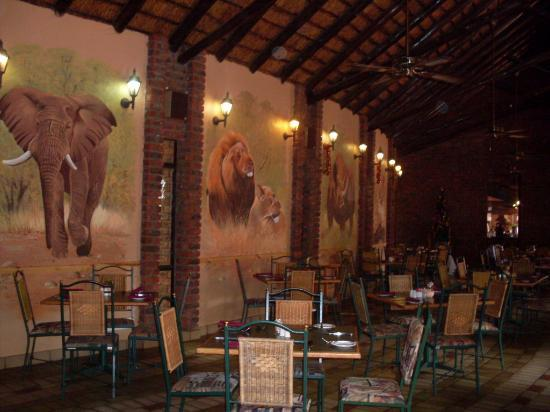 Golden Leopard Resort - Manyane: restuarant at manyane