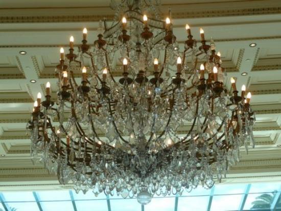 Palazzo Versace: LOVE Chandeliers...YOU
