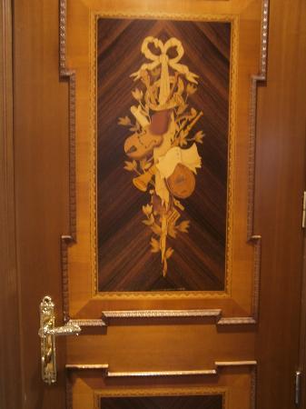 Inlaid wood door decoration room 518 grand hotel des for Hotel door decor