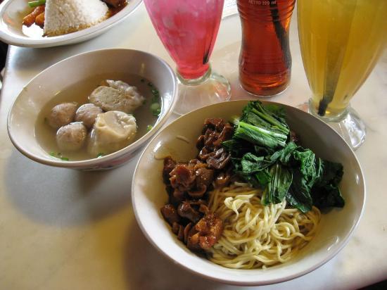 Warung Lela: Mie Ayam Jamur Spesial at WaLe