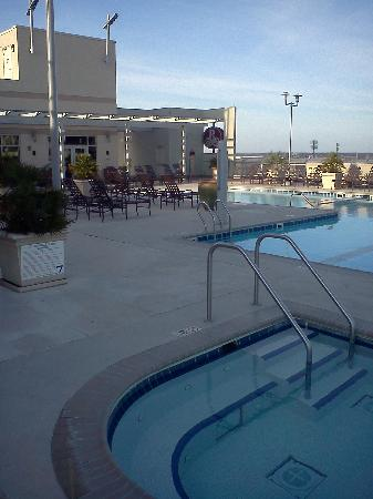 Renaissance Montgomery Hotel & Spa at the Convention Center: Pool deck at top of parking ramp