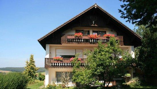 Urlaubshof Bohn: Unser Haus im Sommer