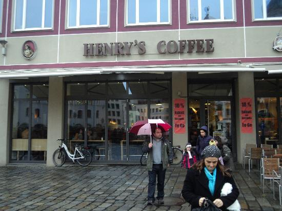 Henry's: Inside of the coffee