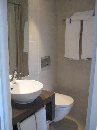 Hotel de la Plage - HDLP: Chambre double (type 1/2/3) rénovée Salle de douche