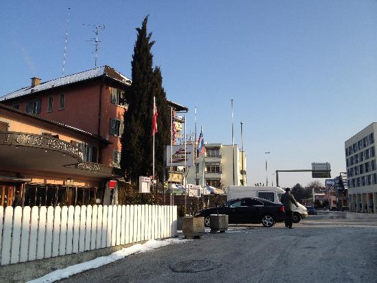 Hotel Restaurant Bahnhof: entrance