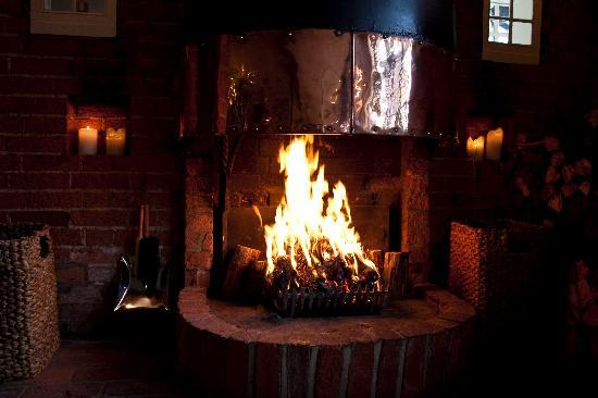 The Swan Inn Chiddingfold: Fireplace