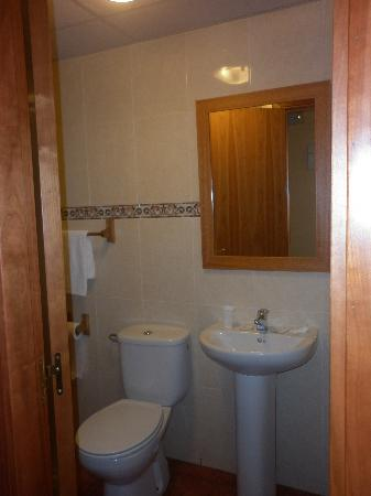 Hotel Solymar: Bathroom