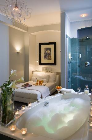 Biedermeiersuite Badezimmer Mit Kaminofen Diwan Whirlpool Und