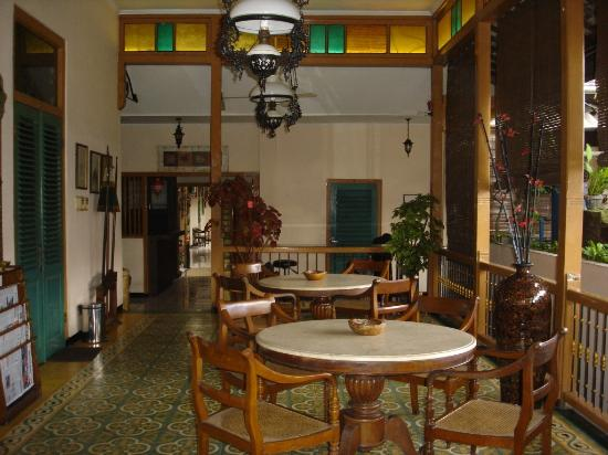 Hotel Kota: breakfast table