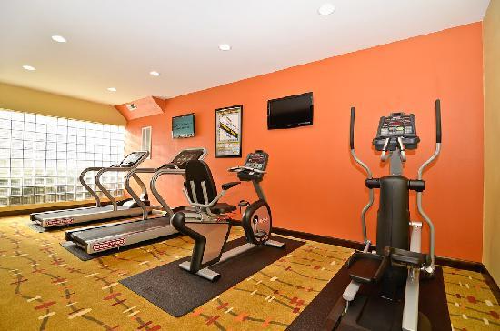 Holiday Inn Express Burlington: 24 Hour Fitness Room