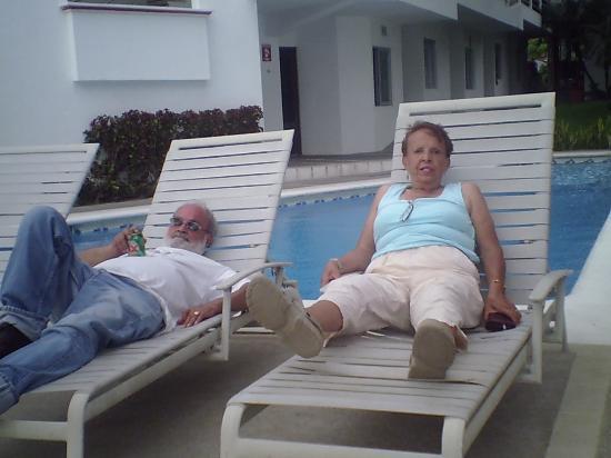Hotel y Suite Corita: Mis papás disfrutando la brisa marina