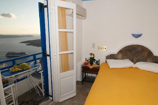 Kafieris Apartments On The Cliff: Room 1