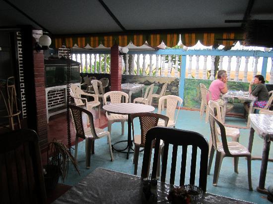 Beach Villa Guest House : restaurant area