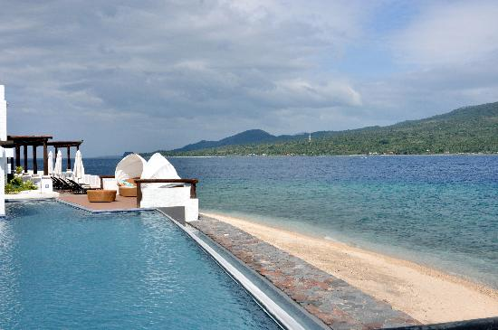 Bellarocca Island Resort and Spa : the pool & beach
