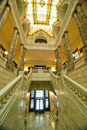 Museo Geominero: escalera de acceso