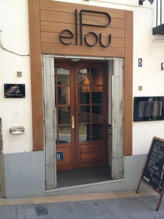 El Pou: The outside