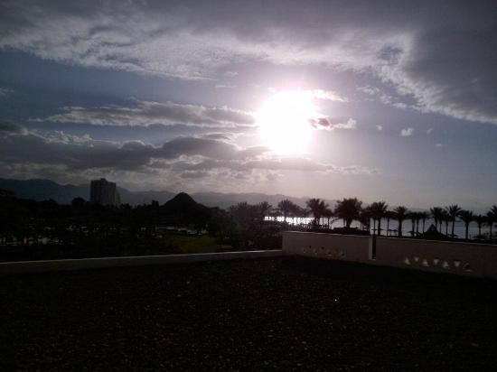 Movenpick Resort Taba Hotel : vue avec couchez de soleil