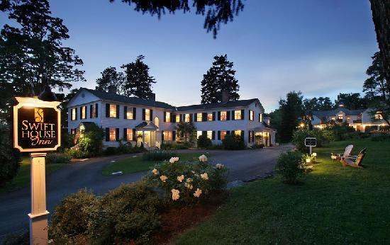 Swift House Inn: Night Time