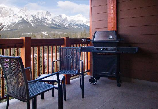 Falcon Crest Lodge: BBQ in every unit