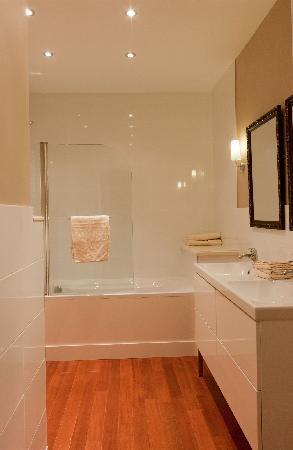 Saint-Gengoux-de-Scissé, France : bathroom 'les Teppes'