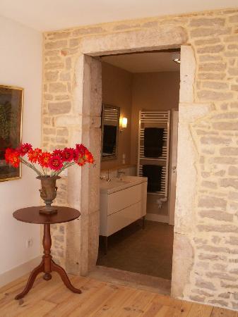 """Saint-Gengoux-de-Scissé, France : bathroom """"saint gengoux"""""""