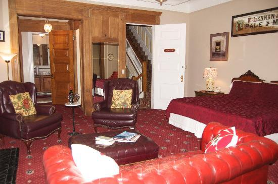 Stay the Night Bed & Breakfast: Madeline Suite