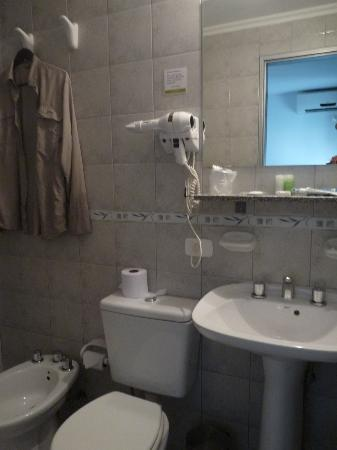 El Olivo Hotel: Bathroom