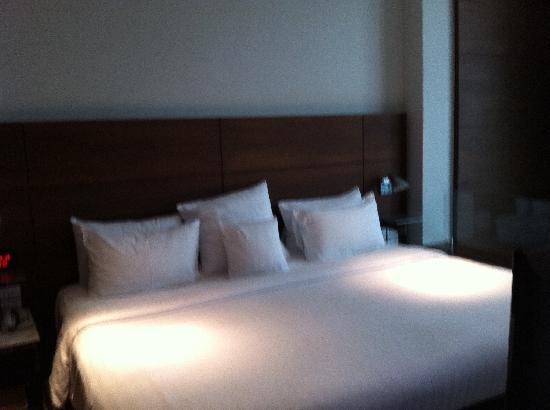 S31 Sukhumvit Hotel: Huge Bed