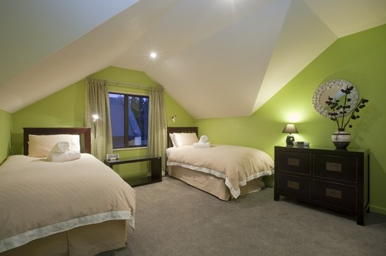 Wanaka Cottages: House- Twin or Superking Bedroom