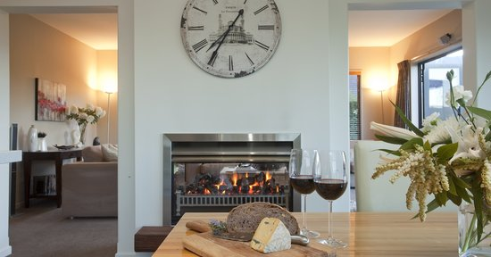 ‪‪Wanaka Cottages‬: House- Gas Fire‬