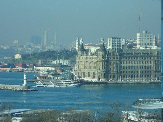 DoubleTree by Hilton Istanbul - Moda: View to the old Tram Station