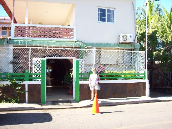 Hotel Suyapa Beach: Front Entrance