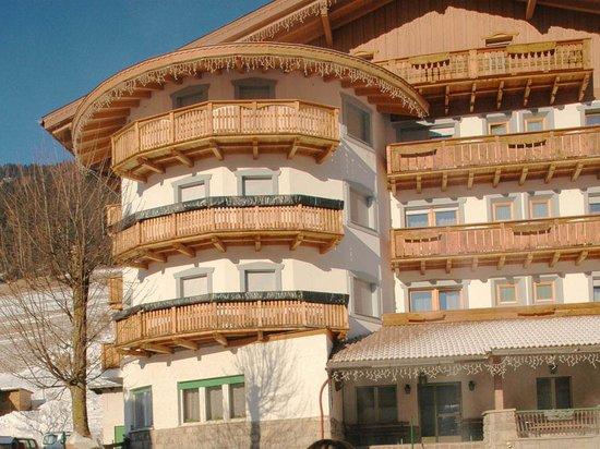 Pera di Fassa, Italy: The hotel front
