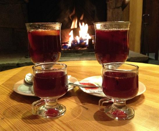 Hotel le Refuge : Vin chaud in the lounge