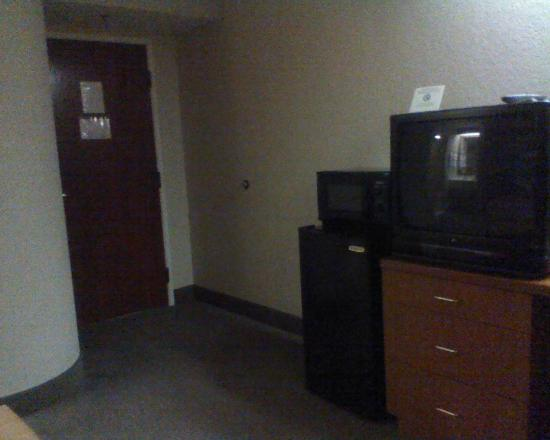 Sleep Inn Leesburg: Fridge, microwave, and TV