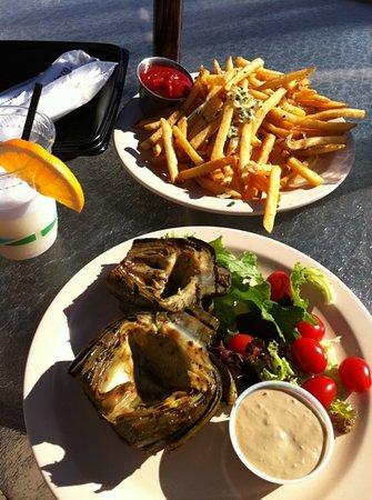 Sanderlings Restaurant: lunch poolside