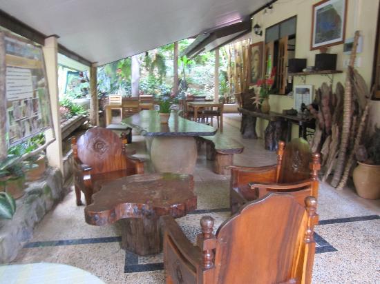 Khao Sok Las Orquideas Resort : Patio-lunch area