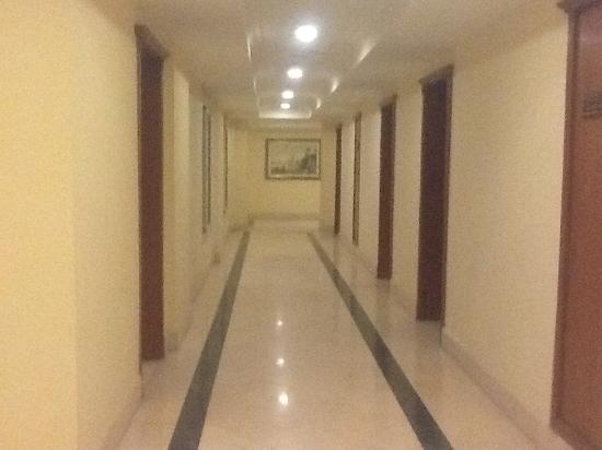 Helnan Aswan Hotel : Spacious corridor outside our room