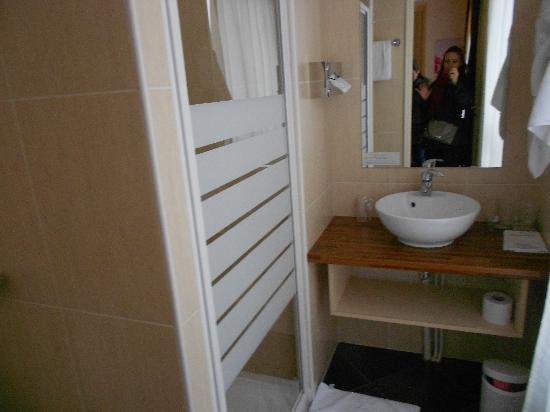 BEST WESTERN Montmartre Sacre-Coeur: bathroom