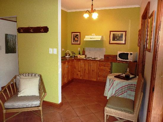 Amande Bed & Breakfast: Kitchen area