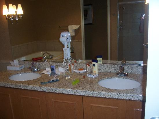 Gold Country Casino & Hotel: Double Marble Sink!