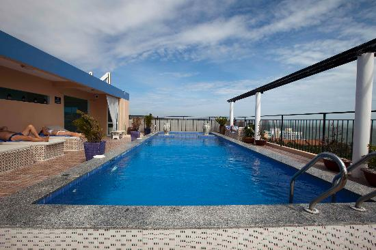 Nam Hai Hotel: Roof top pool