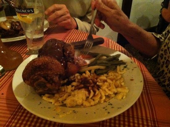 Checkers Old Munchen : schweinhaxen AWESOME!