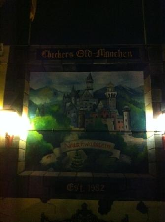 Checkers Old Munchen : at back entrance